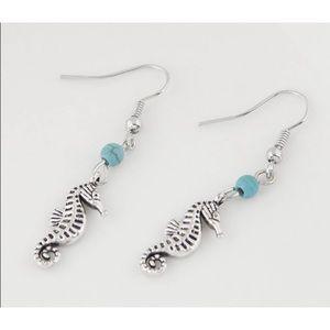 Beautiful Seahorse Dangle Earrings!